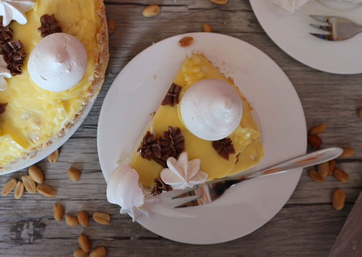 """Meringue cake """"The Flight"""" – recipe for Russian classic without flour"""