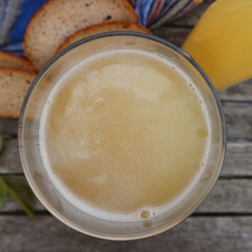 Kvass with yeast / Russian bread drink