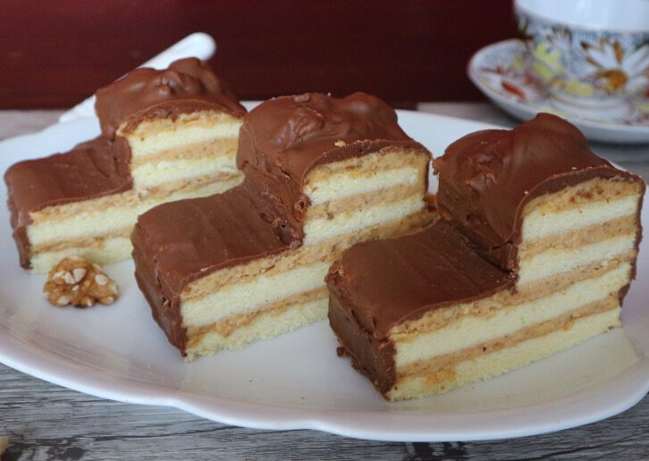 """Tarts """"Little stairs"""" – recipe with walnut and caramel buttercream"""