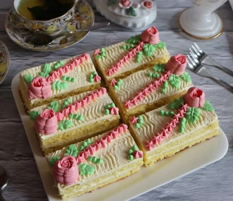 Sponge slices with butter cream: so tasted small Soviet happiness