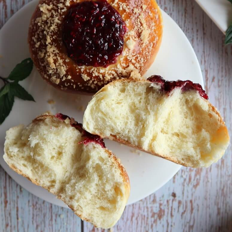 Pastry with jam and crumbs