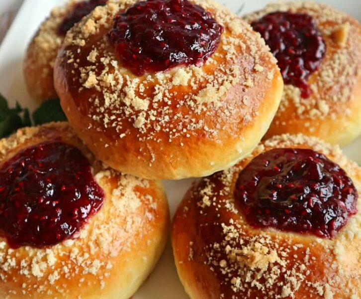 Sweet buns with jam and crumbs – fluffy and very aromatic