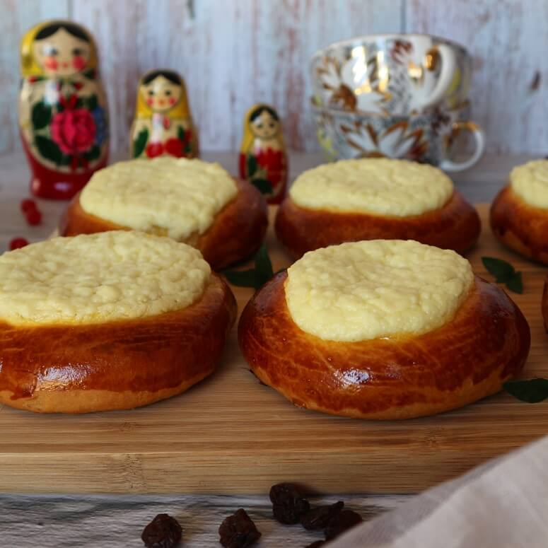Russian curd pastries
